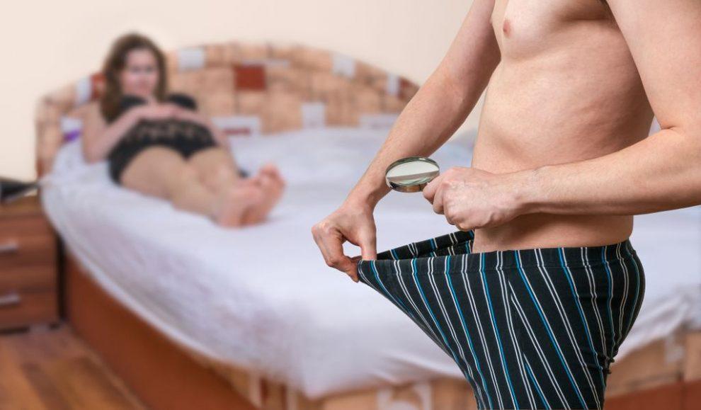 omul arată penisul)