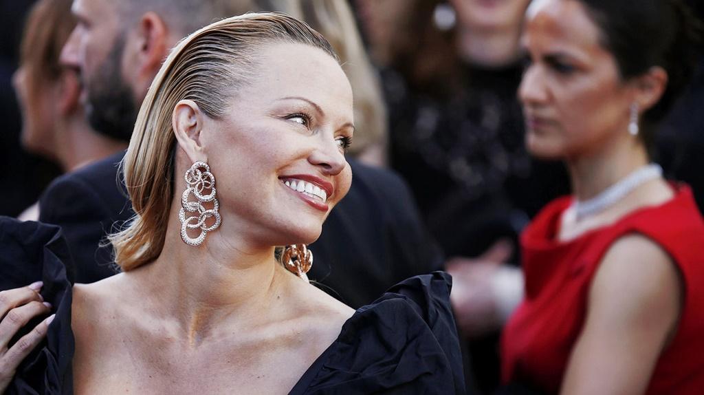 Imagini ŞOCANTE cu Pamela Anderson: Una dintre cele mai sexy femei ale Planetei, de nerecunoscut
