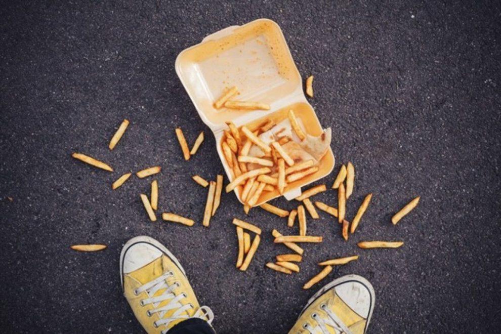 Mâncare căzută pe jos - regula celor 5 secunde, demonstrată ştiinţific