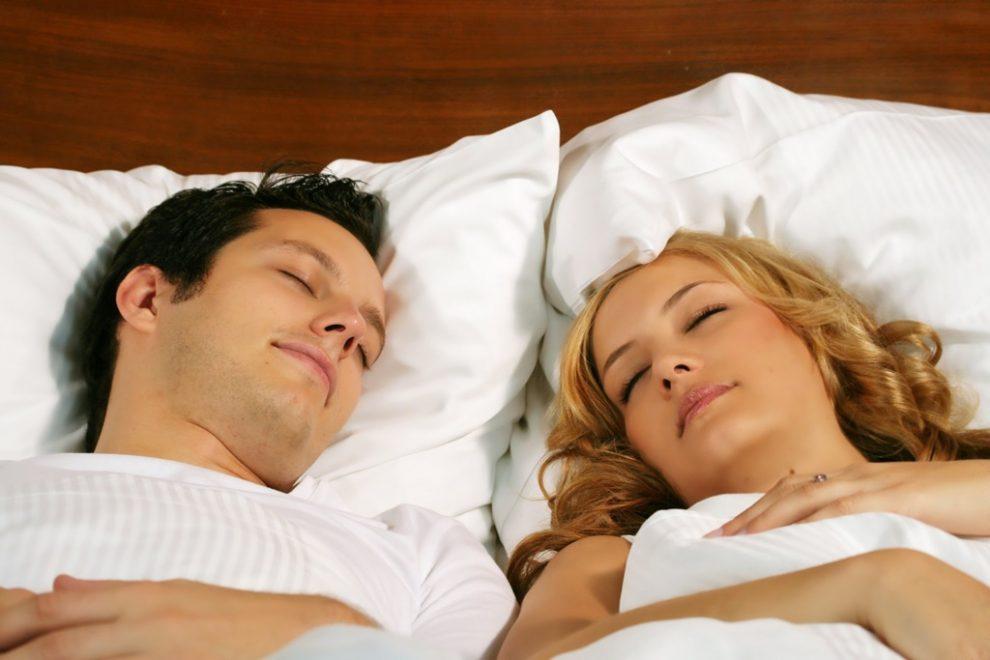 На кровати муж с женой картинки, гибкость балерин фото